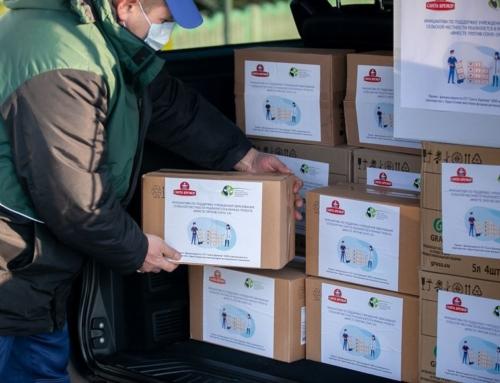 Фонд совместно с Сантой Бремор передал сельским школам Брестчины запасы средств защиты